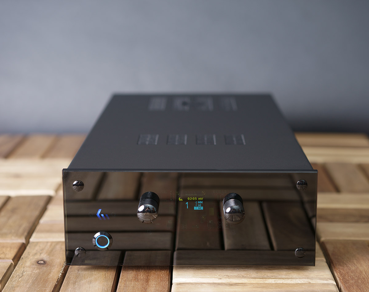 KM_Audio_Phono_Front_11.jpg